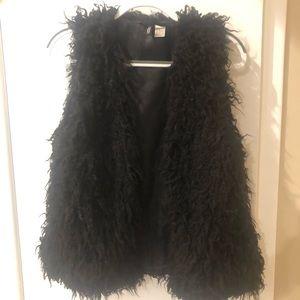 Black fluffy vest H&M